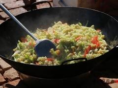 大锅的清炒有机菜花。