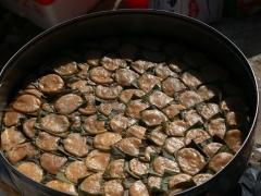 这是寿龟,用大米做的,里面有馅,是生日宴必上的甜食。