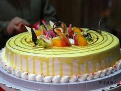 这样的家庭生日宴,促进了美食普及,又聚拢了亲情。