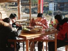如果不吃肉,也可以素炒竹笋。如果想让竹笋饭更香,用猪油炒竹笋的味道更好。