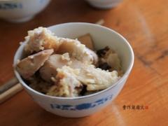 我第一个盛饭,芋头到我碗里很多。芋头饭鲜美、香甜、软糯,香气扑鼻。