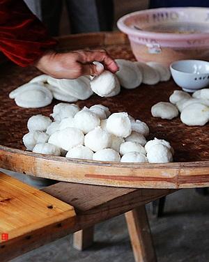 曹作兰:戴云村乡间的石臼木槌手工年糕