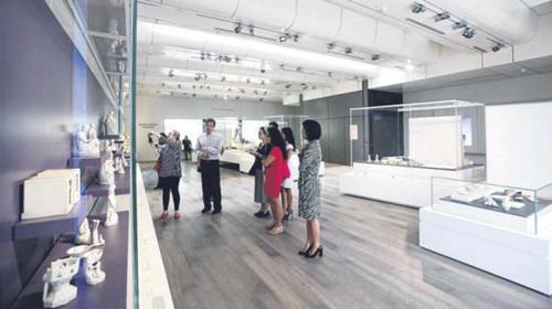 """亚洲文明博物馆的""""陶情瓷韵""""新展馆,设计干净简明,采用大量自然光(新加坡《联合早报》/蔡婉婷"""