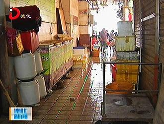 南门农贸市场:杂物乱堆放 卫生环境差[视]