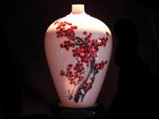 珠白瓷-花瓶(红梅)