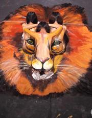 人体彩绘百战雄狮