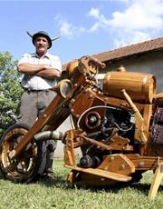 牛人用时两年造木头摩托车 纯手工制作
