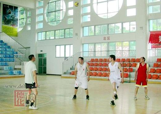 泉州一中凤凰课本俱乐部与德化逸友排球队举图版排球初中地理中图片