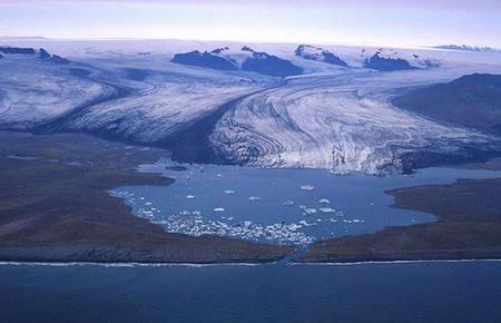 冰岛冰川因全球变暖加速融化